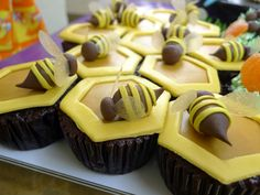 Honeycomb Bumble Bee Cupcakes