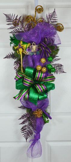 Rigoletto Mardi Gras Swag with Mask