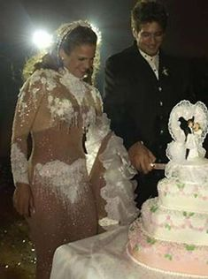 These 30 weird photographs will make you concern the dressing perception of everyone involved in planning the wedding funny clothes bridal dress fashionfails epicfails bemethis Floral Wedding Cakes, Fall Wedding Cakes, Beautiful Wedding Cakes, Wedding Cupcakes, Wedding Cake Toppers, Dream Wedding, Boho Wedding, Funny Wedding Cakes, Wedding Things