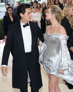 Cole Sprouse and Lili Reinhart have officially gone public with their romance! The Riverdale costars and longtime rumored couple attended the Met Gala together Memes Riverdale, Bughead Riverdale, Betty Cooper, Nina Dobrev, Cole Sprouse Shirtless, Cole Sprouse Wallpaper, Cleveland, Lili Reinhart And Cole Sprouse, Cole Sprouse Jughead