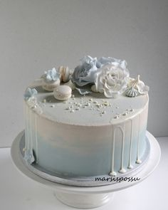 ristiäiskakku Baby Boy Birthday Cake, Blue Birthday Cakes, Pastel Cakes, Blue Cakes, Blue Drip Cake, Baby Christening Cakes, Mom Cake, Cake Decorating Videos, Fairy Cakes