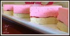 This recipe for Marshmallow Slice is so easy to make using Jelly Crystals on a lovely light shortcake base. Shortbread Cake, Shortbread Recipes, Cookie Recipes, Marshmellow Squares, Marshmallow Slice, No Bake Desserts, Dessert Recipes, Kiwi Recipes, Jelly Crystals