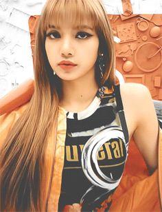 BlackPink Reactions/Girl x Girl and Friendship Kpop Girl Groups, Korean Girl Groups, Kpop Girls, South Korean Girls, Kim Jennie, Yg Entertainment, Forever Young, Lisa Black Pink, 17 Kpop