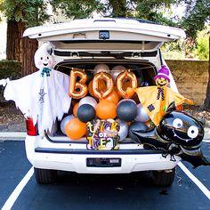 Halloween Yard Decorations, Halloween Porch, Halloween Birthday, Outdoor Halloween, Halloween Party Decor, Vintage Halloween, Happy Halloween, Baby Girl Halloween Costumes, Halloween Games For Kids