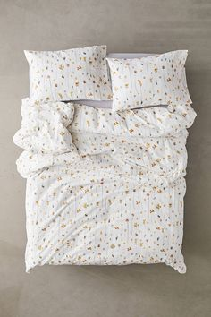 Get a good nights sleep with our range of bedroom essentials, including duvet sets, blankets, pillowcase sets, tapestries and more with Urban Outfitters. Boho Bedding, Duvet Bedding, Luxury Bedding, Floral Bedding, King Comforter, Bed Sets, Duvet Sets, Duvet Cover Sets, Bedroom Sets