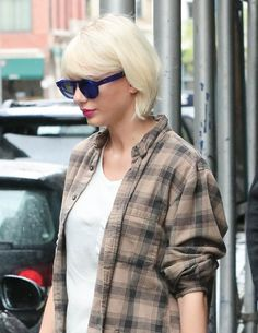 taylor swift platinum blonde | Taylor Swift out in New York ahead of the MET Gala as Katy Perry is ...