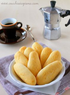 Biscoito de queijo I Love Food, Good Food, Yummy Food, Great Recipes, Favorite Recipes, Portuguese Recipes, Food Hacks, Biscuits, Food Porn