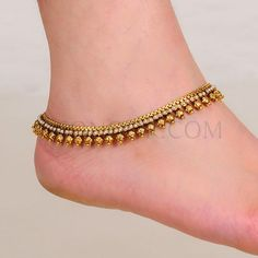 From sturdy declaration artists to actually straitlaced violin and only to really twofold designs, ladies anklets are available in many types. Payal Designs Silver, Silver Anklets Designs, Anklet Designs, Fancy Jewellery, Gold Jewellery Design, Latest Jewellery, Gold Jewelry, Jewelery, Indian Wedding Jewelry