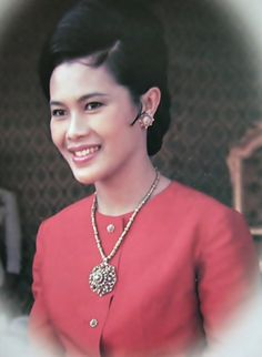 Her Majesty Queen Sirikit Of Thailand, Long Live The Queen King Rama 10, King Phumipol, King Of Kings, King Queen, Hm The Queen, Her Majesty The Queen, King Thailand, Queen Sirikit, King Photo