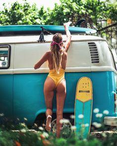 Getting ready for my surfing trip. Volkswagen Minibus, Vw T1, Volkswagen Transporter, Vans Girls, Surf Girls, Beach Girls, Combi Ww, Bus Girl, Tumbrl Girls