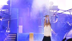 The 10 best vines of Harry Styles spouting water on stage  - Sugarscape.com