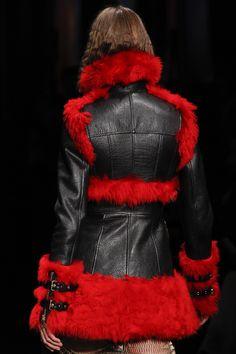 Alexander McQueen Fall 2017 Ready-to-Wear Accessories Photos - Vogue Fashion Week, Winter Fashion, Fashion Show, Runway Fashion, Fashion Tips, Paris Fashion, Retro Fashion, Korean Fashion, High Fashion