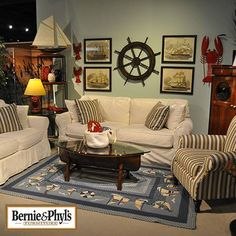I love this nautical living room from #BernieandPhyls