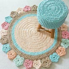 Conjunto fofo pronto..puro amor.. Tapete inspirado em Meryemcenin Sepetleri . #crochet #croche #handmade #cesto #fiodemalha #feitocomamor #feitoamao #trapilho #totora #knit #knitting #decor #quartodebebe #baby #ac_tapete #tapeteparasala #carpet #tapeteparabebe #tapeteparamenina #quartomontesoriano #tapetecomflores