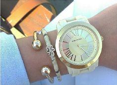 Le recomendamos que lleve su reloj diariamente, pues el movimiento natural de la muñeca lo mantendrá en funcionamiento.