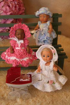 Hekleguri nr 1 Hekleoppskrifter til dukkekjoler.   Boka er utsolgt, men noen av oppskriftene ligger for salg enkeltvis her: www.hekleguri.no.   Om Hekleguri nr 1:  Hekleguri nr 1 inneholderhekleoppskrifter  på kjoler med tilbehør til dukker i treforskjellige størrelser, der største st... Baby Born, Harajuku, Mini, Design, Home Decor, Style, Fashion, Swag, Moda