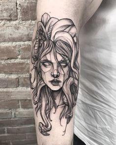 Comente aqui dizendo quantas tatuagens você ainda pretende fazer!   Artista: @ricardodamaiatattoo Tattoos 3d, Time Tattoos, Body Art Tattoos, Small Tattoos, Sleeve Tattoos, Cool Tattoos, Tatoos, Medusa Tattoo Design, Tattoo Designs