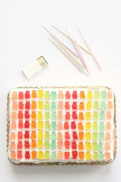 easy ways to decorate a cake // for a kid's bday party maybe remove some gummies and use the negative space to write their first initial or the number of their age. Gummy Bear Cakes, Gummy Bears, Cupcakes, Cupcake Cakes, Pretty Cakes, Beautiful Cakes, Food Styling, Cute Food, Let Them Eat Cake
