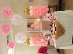 With these cute girl baby shower themes and ideas, you'll start planning a perfect shower that guests will love. Plan the perfect baby shower with these adorable ideas, from food to decoration. Budget Baby Shower, Baby Shower Niño, Baby Girl Shower Themes, Baby Shower Gifts For Boys, Baby Shower Parties, Shower Party, Baby Showers, Baby Shower Table Decorations, Shower Centerpieces