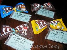 Teacher Gifts : Love this idea for that spontaneous gift to drive through employees or grocery cashiers. Cheerleading Gifts, Cheer Gifts, Cheer Mom, Gifts For Cheer Coaches, Cheer Treats, Cheerleader Gift, Cheer Stuff, Team Gifts, Volunteer Appreciation
