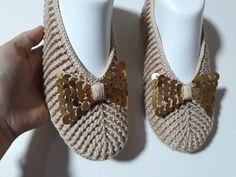 Uğurlu Patik 1 Tane Yaptım Sipariş Yağdı ' V ' Yaka Lastik Model Patik Yapımı - YouTube Crochet Slipper Pattern, Crochet Slippers, Baby Shoes, Diy And Crafts, Clothes, Youtube, Google, Fashion, Crochet Shoes