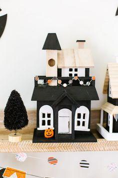 DIY Holz Halloween Village Set - Decoration Page Halloween Home Decor, Halloween House, Holidays Halloween, Spooky Halloween, Halloween Crafts, Halloween Decorations, Spooky Spooky, Halloween Ideas, Halloween Party