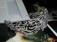 side view of the Arabic Scroll tiara
