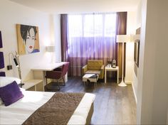 Souterrain City Room (Basement) | King size or Twin beds | Free Wi-Fi | Maximum 2 adults | Room is on the -1 floor with small windows, natural daylight and fresh air. | Design boutique hotel Amsterdam