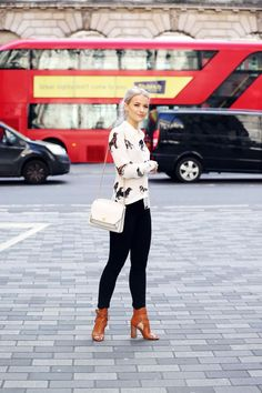 Love this outfit / IntheFrow Stylish Work Outfits, Classic Outfits, Stylish Outfits, Fashion Outfits, Fashion Trends, Dressy Outfits, Fashion Styles, Fashion Clothes, Japan Outfits