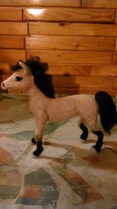 Needle felted horse by Alina Wodzińska