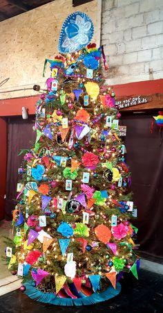 Unusual Christmas Trees, Christmas Deserts, Mexico Christmas, Xmas, Holiday Decorations, Tree Decorations, Holiday Fun, Graduation, Seasons