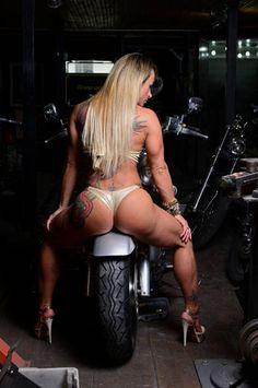 http://sportvipnoticias.blogspot.com.br/2013/04/tudo-nosso-musa-do-mma-celebra-dois.html