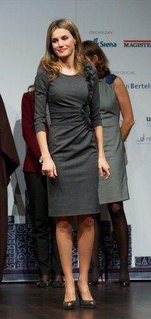 Doña letizia, vestido gris elegante de felipe varela,