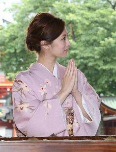 Japanese Kimono, Japanese Girl, Keiko Kitagawa, Yukata Kimono, Japan Woman, Beautiful Asian Women, American Women, Pretty Woman, Asian Beauty