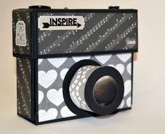 Este álbum con forma de cámara fotográfica es ideal para guardar las fotos de algún viaje inolvidable sirviendo también como objeto decorativo. #scrapbooking #album #vintage #original