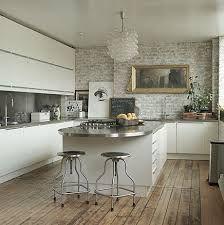 Modern white kitchen cabinets + exposed brick walls + distressed floors = a fresh mix. Home Interior, Kitchen Interior, Interior Design, Brick Interior, Rustic Kitchen, Kitchen Dining, Loft Kitchen, Nice Kitchen, Parisian Kitchen