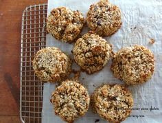 Des biscuits croustillants et moelleux pour le petit déjeuner? Oui si c'est fait avec des ingrédients naturels de bonne qualité qui sont à la fois savoureux et copieux (en raison de la teneur en protéines et en fibres). Vous pouvez aussi remplacer beaucoup des ingrédients ci-dessous par ce que vous souhaitez: l'huile d'olive pour l'huile… Lactose Free, Gluten Free, Biscuits Croustillants, Vegan Challenge, Zucchini Pizzas, Breakfast Biscuits, Sans Gluten, Afternoon Tea, Scones