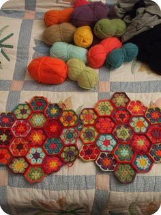 .African flower hexagons. Very good step-by -step tutorial on Heidi Bears blog