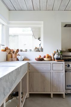 I love the materials used here; the white washed wood cabinets with the marble, the white walls, stainless steal appliances and natural wood accessories in this North Vancouver House by Scott & Scott Big Kitchen, Kitchen Dining, Kitchen Decor, Kitchen Floors, Kitchen Wood, Kitchen Styling, Messy Kitchen, Family Kitchen, Kitchen White