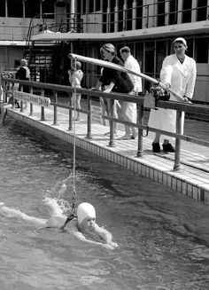 Swimming lessons on the rod, Kees Scherer. Black Photography, Vintage Photography, Street Photography, World Press Photo, Good Old Times, Swim Lessons, Dutch Artists, Rare Pictures, Back In Time
