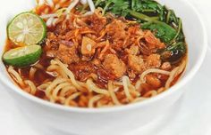 Indonesian Food Indonesian cuisine is one of the most vibrant and colourful cuisines in the world, full of intense flavour. Asian Recipes, Healthy Recipes, Ethnic Recipes, Yummy Recipes, Mie Noodles, Mie Goreng, Indonesian Cuisine, Indonesian Recipes, Singapore Food