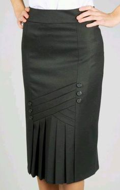 A classic retro skirt, post war style. In the first drawing I outline the vertical folds. In the next drawings are the modeling from 36 to Skirt Outfits, Dress Skirt, Dress Up, Raglan Shirts, Work Attire, Dress Patterns, African Fashion, Fashion Dresses, Clothes For Women