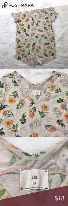 t.la floral v-neck t-shirt adorable floral pattern by t.la from anthropologie. V-neck front and back. lightweight fabric. Anthropologie Tops Tees - Short Sleeve