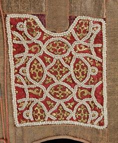 A(n upside-down?) close-up of the front panel of the Alba from Palermo. Dated 1181 CE, with later editions. At the Kunsthistorisches Museum Wien, Weltliche Schatzkammer. Medieval Embroidery, Embroidery Motifs, Vintage Embroidery, Friedrich Ii Staufer, Medieval Pattern, Palermo, Sewing Lace, Tablet Weaving, Gowns