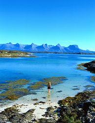 Det finns markerade vandringsleder på alla berg i Bergskedjan De sju systrarna vid Helgelandskusten, Norge - Foto: Terje Rakke/Nordic life/www.visitnorway.com