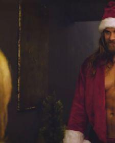 Supermodel Brok Ohurn damama će zasigurno ulepšati ove praznike kad ga budu ugledale u kostimu Deda Mraza.