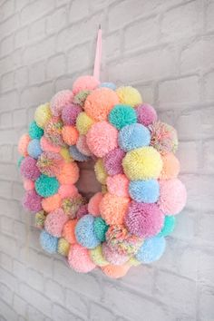 Wreath Crafts, Diy Wreath, Yarn Crafts, Diy And Crafts, Pom Pom Rug, Pom Pom Wreath, Spring Crafts, Holiday Crafts, Christmas Pom Pom Crafts