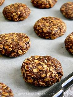 Cei mai buni biscuiti pe care i-am mancat in ultima vreme sunt acesti biscuiti … Healthy Protein Snacks, Homemade Biscuits, Sweet Desserts, Raw Vegan, Diy Food, Cookie Recipes, Cupcake Cakes, Deserts, Food And Drink