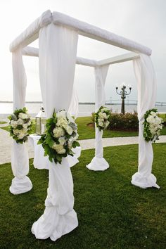 Simple canopy. Sayles Livingston Flowers. Photography: Sweet Monday Photography - www.sweetmondayphotography.com