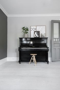 Here are 13 rooms featuring a piano. Piano Living Rooms, My Living Room, Piano Studio Room, Pianos Peints, Painted Pianos, Masculine Interior, Upright Piano, Love Your Home, Sweet Home